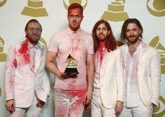 27. Januar 2014, #USA: Die Rockband #Imagine #Dragons posiert mit ihrem #Grammy. In der Nacht zu Montag wurden in Los Angeles zum 56. Mal die Grammys verliehen, die als begehrteste Musik-Trophäen der Welt gelten. Imagine Dragons gewannen den Preis in der Kategorie Beste Rock-Performance. (Foto: Reuters)