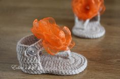 Crochet baby sandals with handmade organza flowers. Made from acrylic yarn. Size : 3-6 months. Length: 10 cm.- 4 inches  Come in a clear gift box.