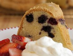 Get Alton Brown& recipe for Blueberry Pound Cake. Coating the pan with butter and sugar gives the cake a thick, crunchy crust. Summer Desserts, Just Desserts, Delicious Desserts, Dessert Recipes, Yummy Food, Lemon Blueberry Pound Cake, Brown Recipe, Pound Cake Recipes, Pound Cakes
