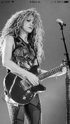 Bass, N Girls, Rock Girls, Beauty Women, Women's Beauty, Women Of Rock, Guitar Girl, Female Guitarist, Women In Music