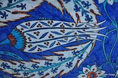 İznik çinisi (tile) Rüstem Paşa Camisi, Architect Sinan, 1561, İstanbul Victorian Tiles, Antique Tiles, Surface Art, Turkish Tiles, Moroccan Tiles, Slab Pottery, Ceramic Pottery, Ceramic Figures, Tile Art