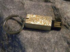 USB Memory Stick- PENDRIVE - Interface USB2.0 - 8 GB in sehr schönen von einen Künstler gestaltenen Design aus massiven 925 Silber Stellenweise mitFeingold vergoldet.Länge ca 3,1cm, Breite ca 1,8 ca, Gewicht ca 19,5g<br />Preis 195,- € 8 Gb, Gold, Personalized Items, Design, Silver, Schmuck, Yellow