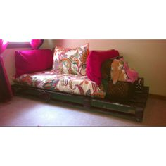 Wood pallet bed/chill spot
