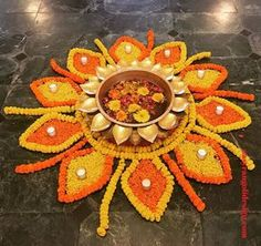 Colored Rice, Colored Sand, Latest Rangoli, Rangoli Ideas, Diwali Rangoli, Rangoli Designs Images, Flower Rangoli, Diwali Festival, Most Beautiful Flowers