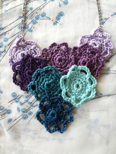Little Treasures: Little Rosettes Flower Neklace - Free #Crochet Pattern