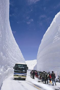 The high snow walls of the Tateyama Kurobe Alpine Route - scheduled for 2013 to be open from April 16 to November The Beautiful Country, Beautiful Places, Amazing Places, All Nature, Science And Nature, Places Around The World, Around The Worlds, Cool Pictures, Random Pictures
