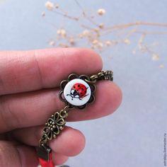 Мастерим красный браслет с расписной божьей коровкой - Ярмарка Мастеров - ручная работа, handmade