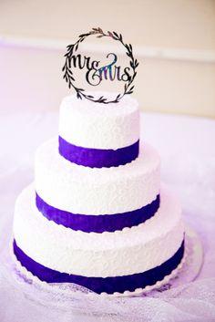 wedding cake, oshkosh convention center, oshkosh wedding photographer, weddings, wisconsin wedding photographer, flower wedding, becca & derek, wedding pictures, pat