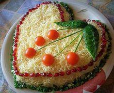 Chicken salad with cheese # food recipes Salad Design, Food Design, Iran Food, Food Carving, Good Food, Yummy Food, Food Decoration, Food Humor, Food Presentation