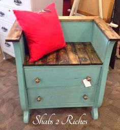 Making A Bench From A Dresser By Shabs 2 Riches - Featured On Furniture Flippin' Making A Bench Refurbished Furniture, Repurposed Furniture, Furniture Makeover, Painted Furniture, Repurposed Doors, Furniture Projects, Furniture Making, Home Projects, Diy Furniture