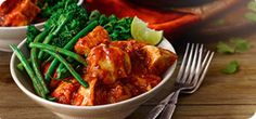 Spice up your weight loss with this rich and tasty chicken dish. We've teamed it with spicy broccoli and green beans to make this a perfect Extra Easy SP meal. Broccoli And Green Beans Recipe, Spicy Broccoli, Green Bean Recipes, Clean Eating Recipes, Diet Recipes, Healthy Eating, Healthy Recipes, Beans Recipes, Recipies