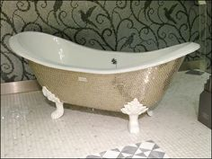 SiCis Claw Foot Tub as Visual Merchandising