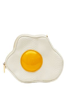 New Generation Eggs would look amazing in this Yolky Ono cross Body Bag Unique Handbags, Unique Purses, Unique Bags, Cute Purses, Purses And Handbags, Mode Kawaii, Creative Bag, Skinnydip London, Novelty Bags