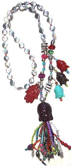 budista, largo. Este collar es de una colección que he creado con mucho cariño, su precio es debido al gran trabajo que tiene y la calidad de los materiales.  Esta realizado en hilo de algodón, rocalla, zamak, cristal, resina,piedras semi preciosas, perlas grises, etc.