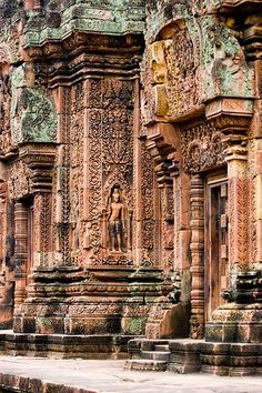 Banteay Srei Temple of Angkor Wat, Cambodia. Practical & useful travel tips for the whole family. #travel #traveltips #familyholiday #siemreap #familyglobetrotters
