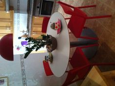 Mesa de cocina con sillas nuevas