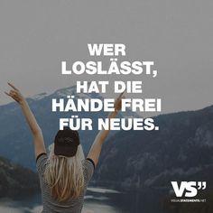 Visual Statements®️ Wer loslässt, hat die Hände frei für Neues. Sprüche / Zitate / Quotes / Leben / Freundschaft / Beziehung / Liebe / Familie / tiefgründig / lustig / schön / nachdenken