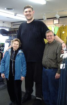 Igor Vovkovinskiy named tallest man in America Taking trips when you are 7 foot inches tall can be a challenge but Igor Vovkovinskiy le. Giant People, Big People, Tall People, Short People, Human Giant, Nephilim Giants, Genesis 6, Human Oddities, Big And Tall Outfits