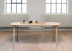 Il tavolo in legno SAM progettato da designer nordici per Fogia