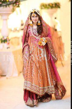 Pro Tips for Mehndi Dress Selection Pakistani Mehndi Dress, Bridal Mehndi Dresses, Walima Dress, Shadi Dresses, Pakistani Dresses, Asian Wedding Dress, Pakistani Wedding Outfits, Bridal Outfits, Indian Outfits