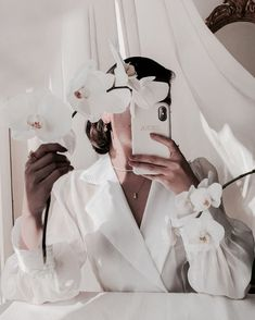 Classy Aesthetic, Beige Aesthetic, Aesthetic Photo, Aesthetic Fashion, Beautiful Flower Arrangements, Most Beautiful Flowers, Pearl Choker, Vintage Outfits, Pearls