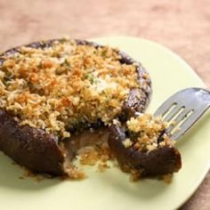 Portobello mushrooms are great grilled but they're also fantastic roasted in the oven. Pop these Roasted Portobello Caps in the oven for a bit, then top with cheesy, herby bread crumbs. Spice them up with a little minced fresh garlic for extra flavor. Veggie Dishes, Vegetable Recipes, Vegetarian Recipes, Cooking Recipes, Healthy Recipes, Side Dishes, Vegetarian Barbecue, Barbecue Recipes, Vegetarian Cooking