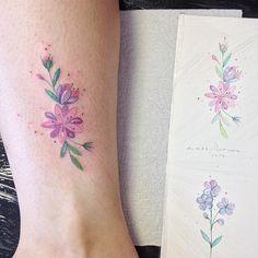 """2,883 curtidas, 39 comentários - Lays Alencar (@laystattoo) no Instagram: """"Flores da Gabriela, que veio de Brasília pra fazer sua primeira tatuagem colorida. Ela já tinha…"""""""