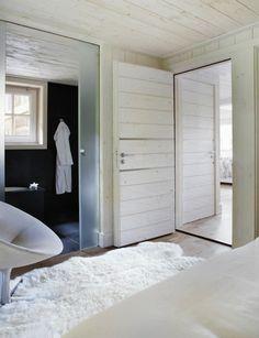 CREATIVE LIVING - where Scandinavian Interior Design meet International Trends: All black and white. En stuga i Schweiz