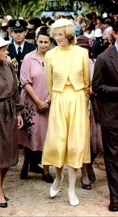 Princess Diana And Charles, Princess Diana Rare, Princess Diana Fashion, Diana Spencer, Queen Of Hearts, Suit Jacket, Lady Diana, Coat, People