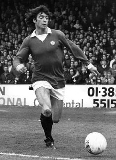Willie Morgan was @manutd captain for two years between 1973 and 1975. The winger became a popular figure at Old Trafford during his seven years as a Red, scoring 34 goals in 296 appearances.