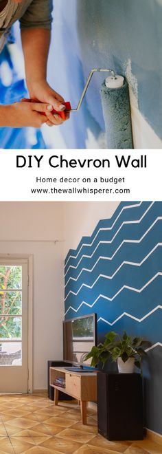 How to make an accent wall in your living room. Easy Chevron pattern to make a zig-zag wall. Chevron Accent Walls, Blue Chevron, Do It Yourself Furniture, Home Interior, Interior Design, Pantone 2020, Zig Zag, Decoration, Diy Home Decor
