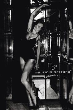 Sumerge into the Night!!!! All I need is my JEWELRY.. The rest comes afterwords. Si La Joya No Se Ve No Es Mauricio Serrano.   #splurge #jewels #jewelry #love #2013 #Urbania #Rocks #night #mexico