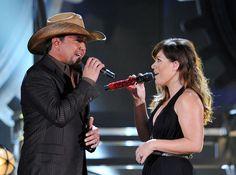 Sing it! Jason Aldean / Kelly Clarkson at the Grammys