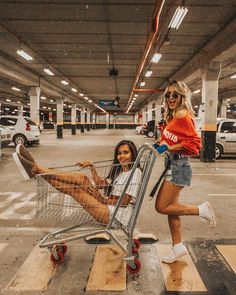 59 Trendy Photography Poses For Friends Bff Photoshoot Bff Pics, Photos Bff, Cute Friend Pictures, Friend Photos, Best Friend Fotos, Shotting Photo, Best Friend Photography, Foto Instagram, Insta Photo Ideas
