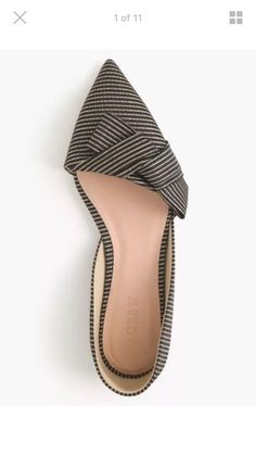 Choose a pair of stylish flats from above or the images given post. cute flats for work, comfortable cute flats, cute cheap flats, cute ballet flats Pretty Shoes, Beautiful Shoes, Awesome Shoes, Crazy Shoes, Me Too Shoes, Daily Shoes, Cute Flats, Bow Flats, Dress Flats