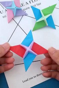 Instruções Origami, Paper Crafts Origami, Origami Flowers, Paper Crafting, Diy Paper, Origami Videos, Origami Toys, Origami Sword, Origami Envelope