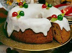 Receita de Bolo dos Reis - bolo ainda quente. Glacê: misture os ingredientes e despeje sobre o bolo. Decore com cerejas e folhinhas feitas com figo ou limão...