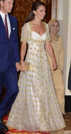 kate middleton evening dresses | Kate Middleton Gold-Embroidered Evening Dress for Malaysian State ...