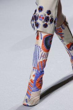 Dries Van Noten Fall 2018 Ready-to-Wear collection, runway looks, beauty, models, and reviews.