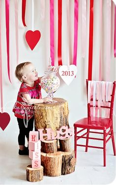 http://www.craftionary.net/wp-content/uploads/2014/01/valentines-day-kids-photo.jpg (Valentins Day Photography Kids)