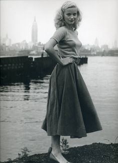 40s street fashion. Knit top with full skirt