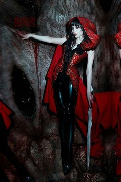 Red Riding Hood this year! one of the inspirations for my red riding hood idea Dark Fantasy, Fantasy Art, Halloween Cosplay, Halloween Costumes, Halloween 2015, Diy Costumes, Halloween Stuff, Costume Ideas, Gothic Beauty