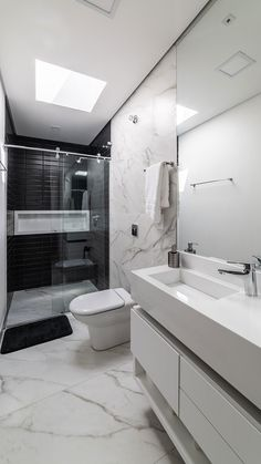 Image 4 of 24 from gallery of OSH House / OTP arquitetura. Photograph by Guilherme Pucci Modern Small House Design, Bathroom Layout, Modern Bathroom Design, Bathroom Interior Design, Small Bathroom, Long Narrow Bathroom, Bathroom Ideas, Home Room Design, Toilet Design
