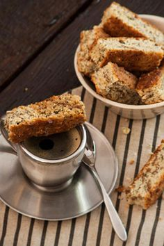 Lemon Health Rusks with Poppy Seeds recipe Healthy Dessert Recipes, My Recipes, Baking Recipes, Delicious Desserts, Favorite Recipes, Yummy Food, Recipies, Rusk Recipe, Hotel Food