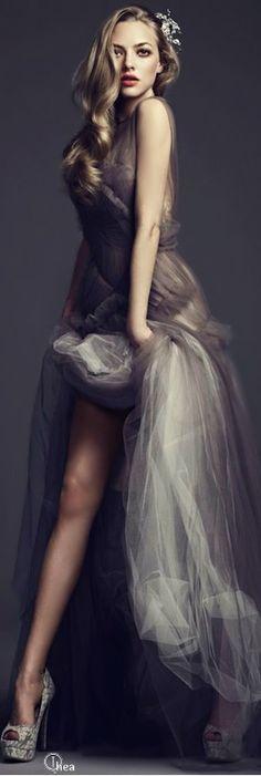 Amanda Seyfried | #highfashion #inspiration #moderndesign luxury design, luxury, fashion. Visit www.memoir.pt
