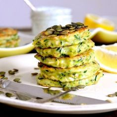 Zucchini pancakes with Icelandic Skyr, pumpkin seeds and fresh dill Vegetarian Recipes, Healthy Recipes, Cucumber Recipes, Danish Food, Dinner Is Served, Food Cravings, Food Inspiration, Great Recipes, Tapas