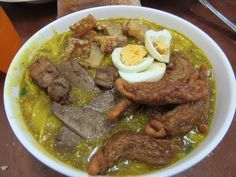 Kainang Pinoy in this video recipe features a Batangas native delicacy, Champene, using Goat innards or internal organs as main ingredients. Chicken Pork Recipe, Food Business Ideas, Onion Leeks, How To Cook Meatballs, Batangas, Pork Rinds, Filipino Recipes, Base Foods, Pork Recipes