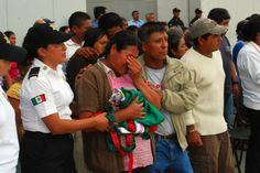 Una mujer llora durante el funeral de Carlos Vásquez Magaña quien murió durante una emboscada. Foto: Jesús Cruz