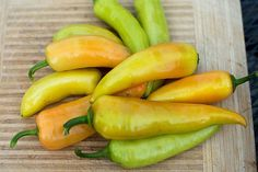 SWEET BANANA PEPPER (HEIRLOOM, 72 days) - Pinetree Garden Seeds - Vegetables  - 1