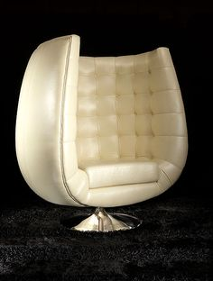 Leather and Chrome. Big Lounge Chair I like this because it is a simple design and reflects the mid century modern era Funky Furniture, Unique Furniture, Home Decor Furniture, Vintage Furniture, Furniture Design, Mid Century Art, Mid Century Decor, Mid Century Furniture, Muebles Art Deco
